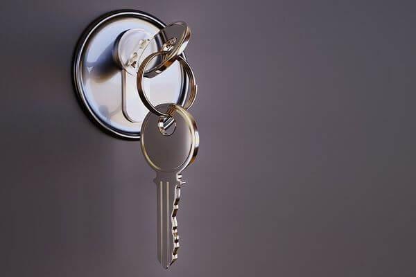 klucze w zamku