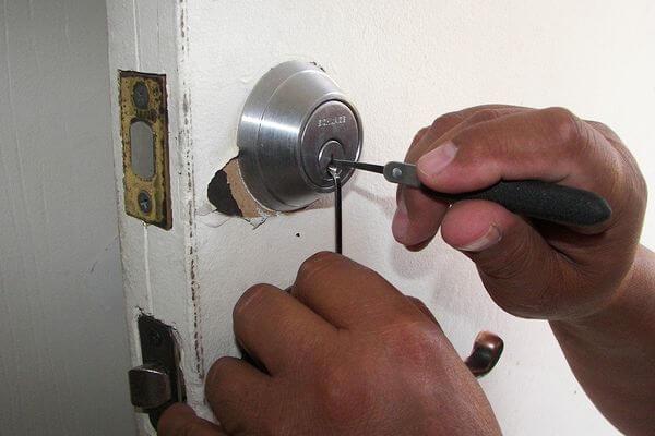 otwieranie zamka